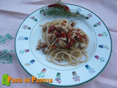Spaghetti di kamut con sgombro e pomodori secchi